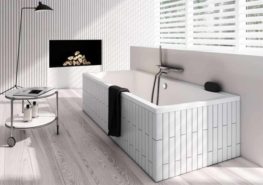 Drewno w łazience - Aranżacja łazienki Schedpol. Już na etapie planowania remontu mieszkania czy domu warto wybrać wygodne, wysokiej jakości elementy wykończeniowe, które zapewnią nam o wiele szybsze sprzątanie powierzchni. Należy również zwrócić uwagę na to, aby elementy wyposażenia wnętrza – płytki, drewno czy kamień, nadawały się do użytkowania ich w pomieszczeniach narażonych na zwiększoną wilgotność, jakim jest niewątpliwie łazienka. Jeśli np. chcemy pokryć podłogę w łazience drewnem – wybierzmy gatunki egzotyczne, ponieważ charakteryzują się największą odpornością na wilgoć (np. lapacho, teak, jatobe, cedr, wenge). Można je ze spokojem położyć w obrębie wanny, umywalki czy prysznica. Trzeba jednak pamiętać o ich regularnym impregnowaniu. Ważne jest również to, aby produkty były odporne na działanie silnych środków czystości, które przecież często używamy w łazience. Na rynku dostępne są również farby przeznaczone do łazienek czy kuchni – niektóre z nich mają nawet właściwości antygrzybiczne. Większość producentów ma w swojej ofercie takie właśnie farby (akrylowe, akrylowo-lateksowe czy silikonowe, którymi pomalowane powierzchnie są odporne na działanie pary wodnej.